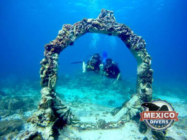 divers at the underwater museum