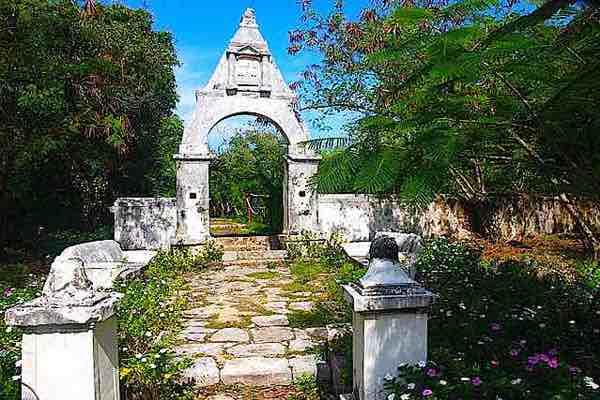Hacienda Mundaca Entrance